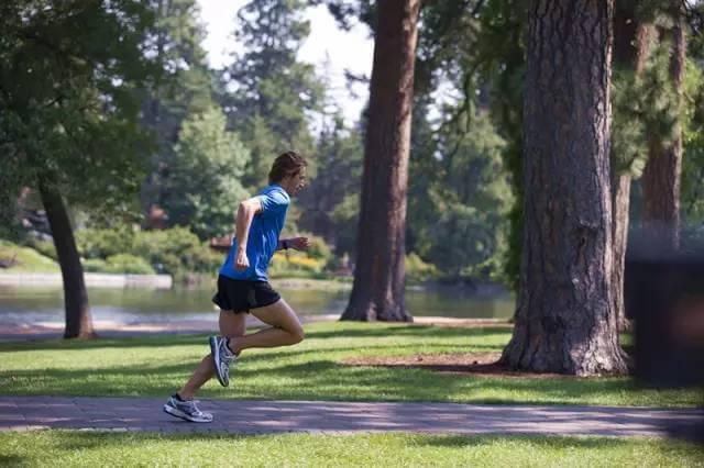 【马拉松训练】R强度是在提升跑步的经济性!