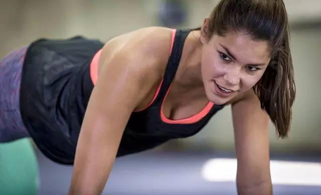 教你如何减掉脂肪,同时又保持精实的肌肉曲线!