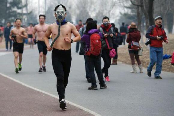 雾霾天气跑步,你是在用生命运动。